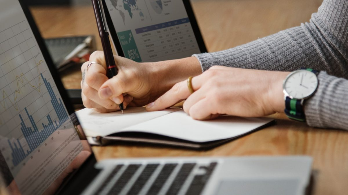 How to Become a Financial Analyst: Degree and Career