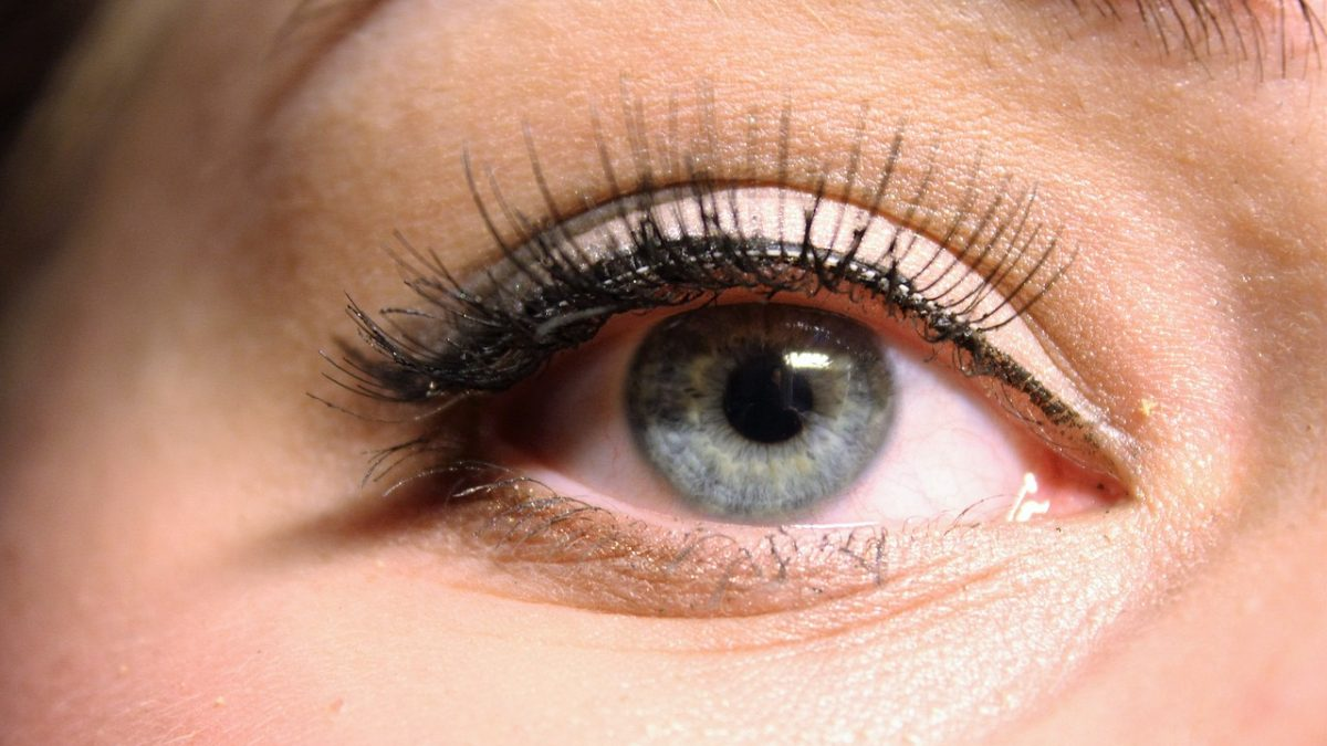 Do Eyelashes Grow Back: Growth Serums vs. False Lashes vs. Lash Extensions