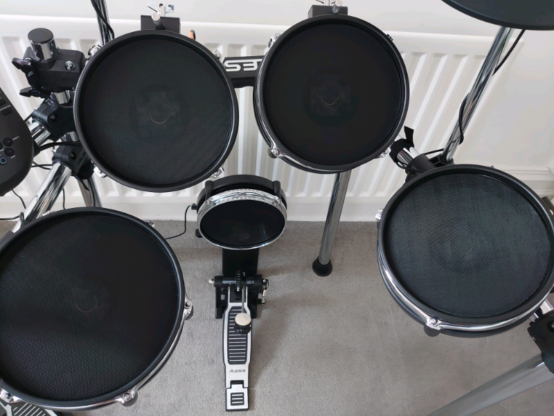 alesis-surge-mesh-kit-drums